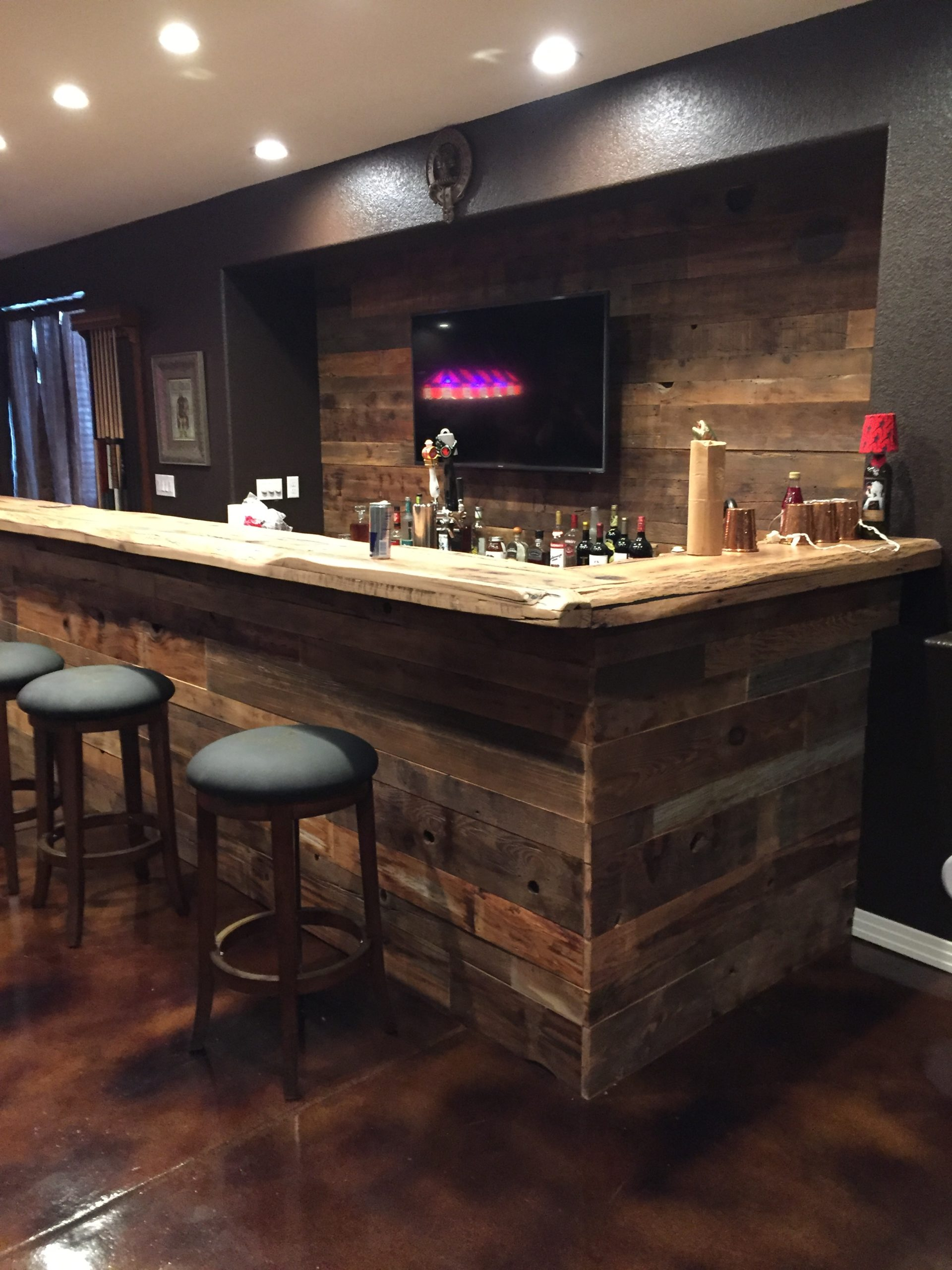 "alt = ""live edge bar top greeley"""