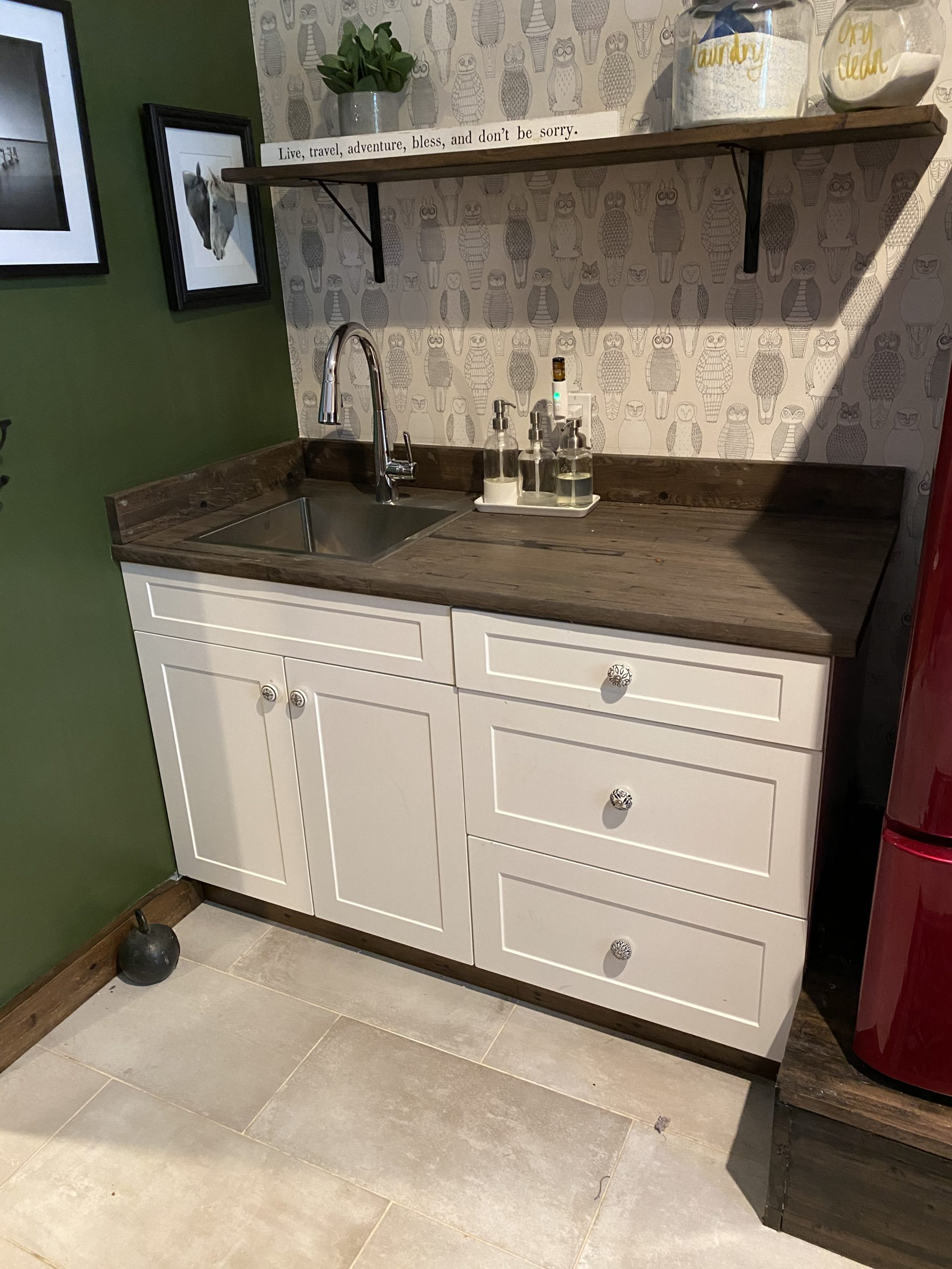 Laundry counter with sink